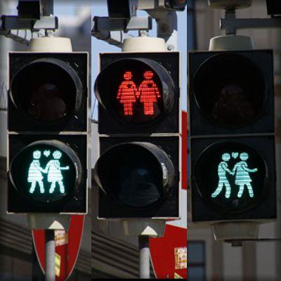 ÁUSTRIA: Sinais de trânsito com personagens gays para o festival eurovisão
